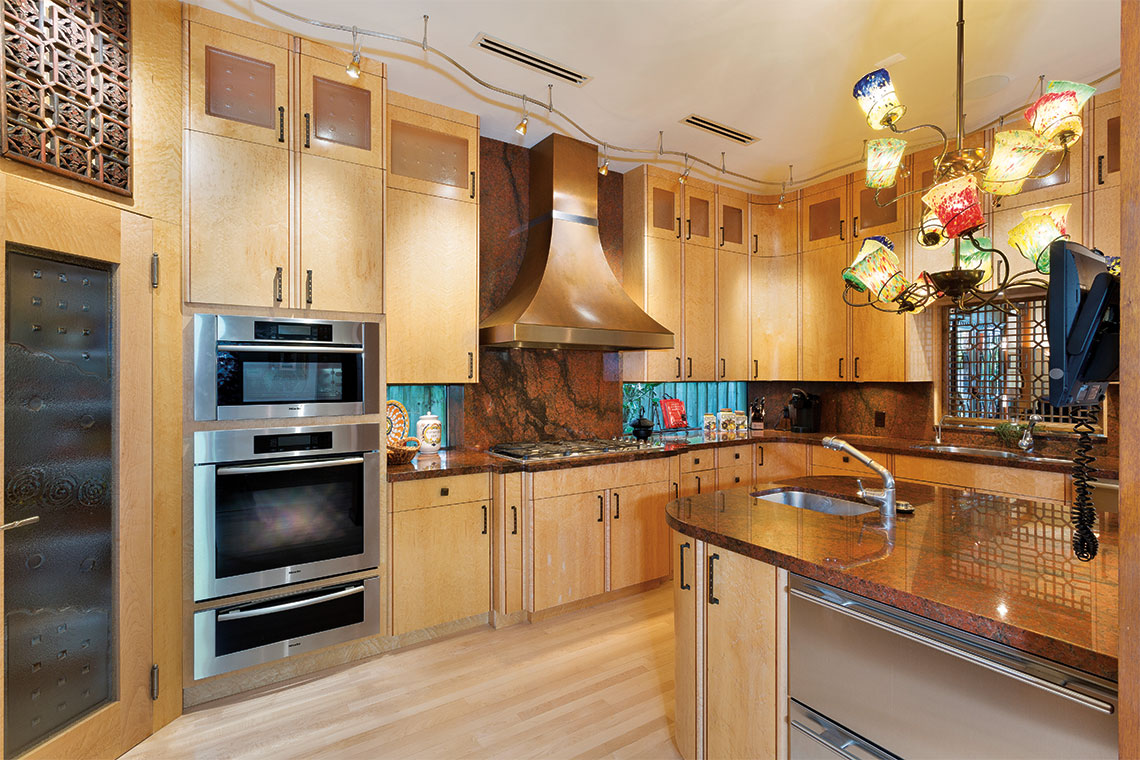 The kitchen is equipped with all cooking essentials and plenty of storage space. Photography: Ed Butera, IBI Designs.
