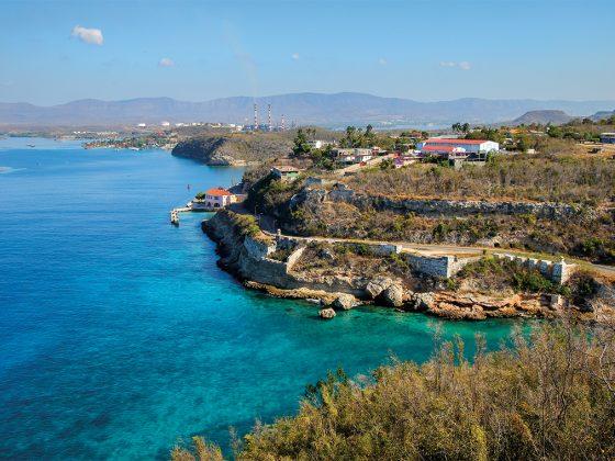 Bay of Santiago de Cuba as seen from the Castillo San Pedro de la Roca. Photography: Shutterstock / Alexandre G. Rosa.