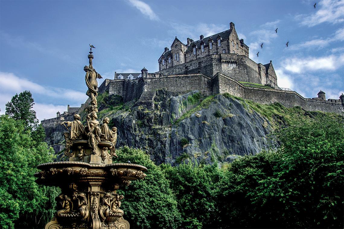 Edinburgh Castle. Photography: Shutterstock / Michal 11.