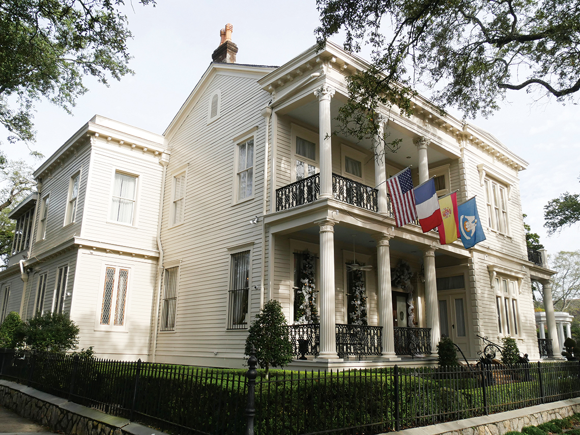 A historic home in the Garden District. Photography: Shutterstock / RaksyBH.