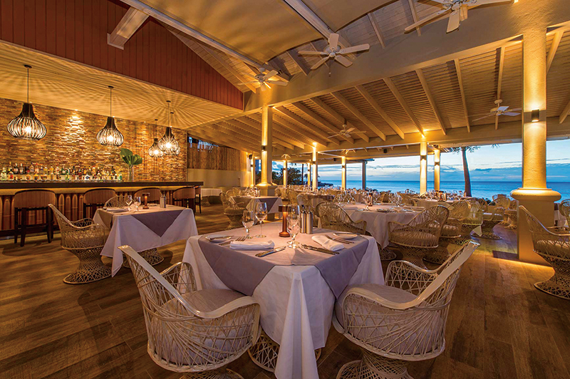 The Cove restaurant. Photography: Blue Waters Resort & Spa.