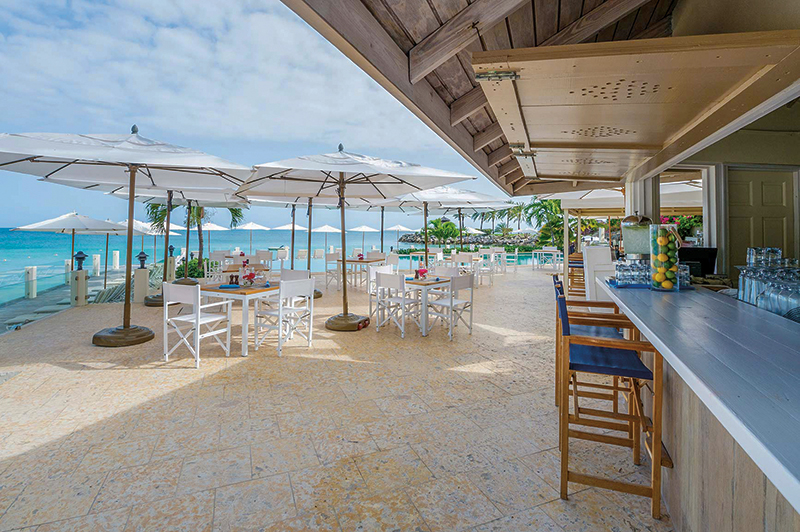 Carolyn's Beach Bar. Photography: Blue Waters Resort & Spa.